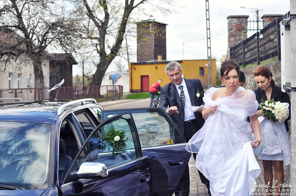 Before Ceremony - Europe Destination Wedding Photographer - Bride and Groom getting out of car