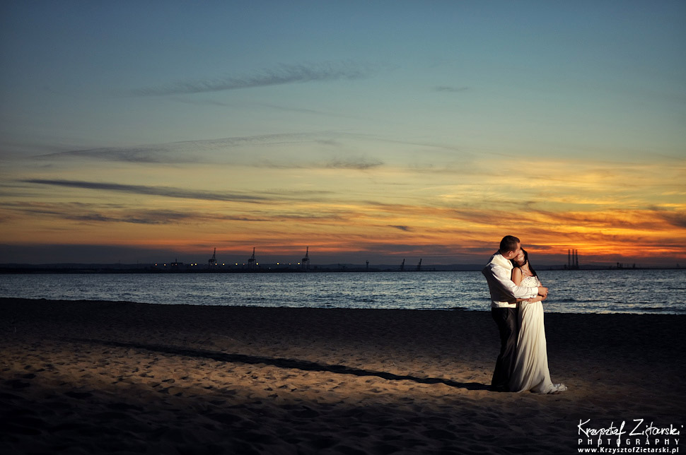 Destination Strobist Wedding Photography in Europe, Poland. Beautiful wedding session at the beach, with sea and sunset in background