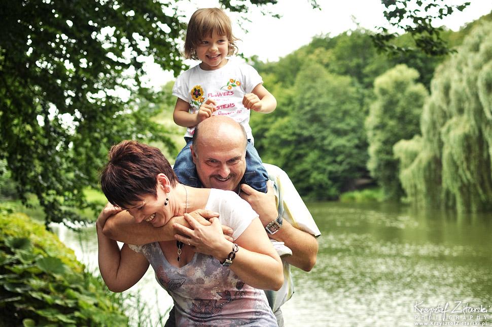 Rodzinna sesja fotograficzna z dzieckiem w Parku Oruńskim. Oryginalny prezent na rocznicę ślubu Gdańsk, Gdynia, Sopot.