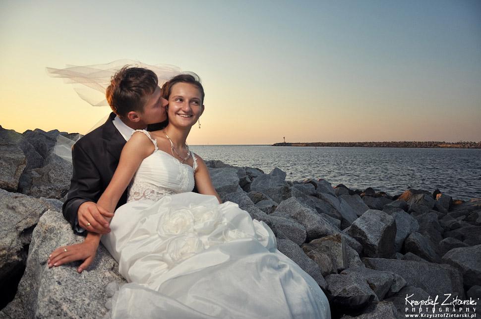 Plener ślubny na rowerach, sesja ślubna nad morzem Gdańsk