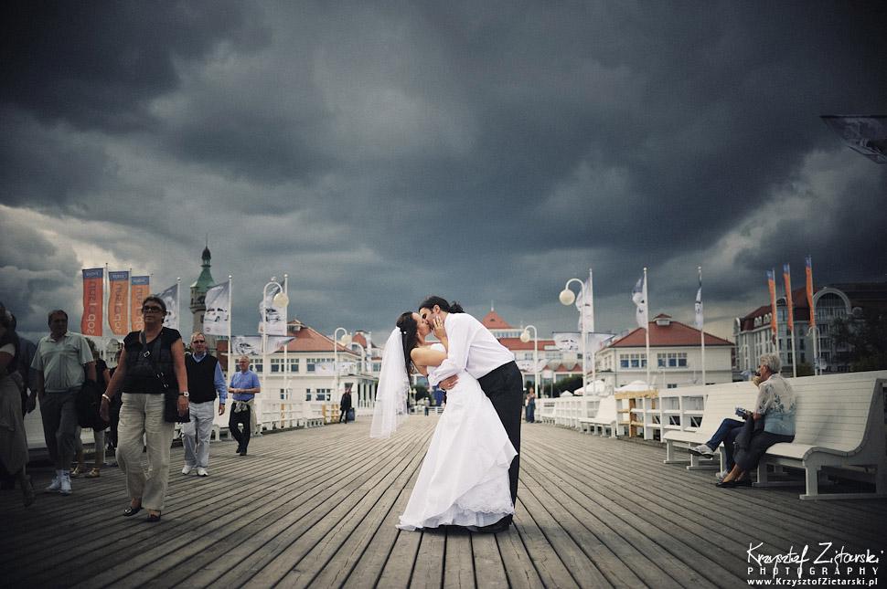 Sesja ślubna na molo w Sopocie