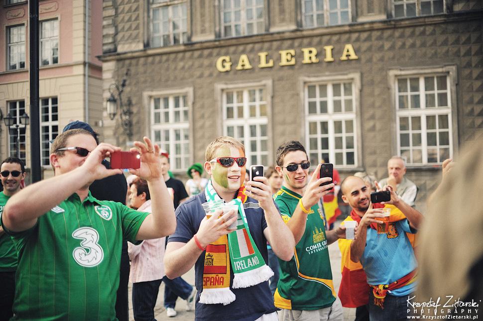 Plener ślubny na EURO 2012 z kibicami Hiszpanii i Irlandii w Gdańsku - fotografia ślubna, zdjęcia ślubne