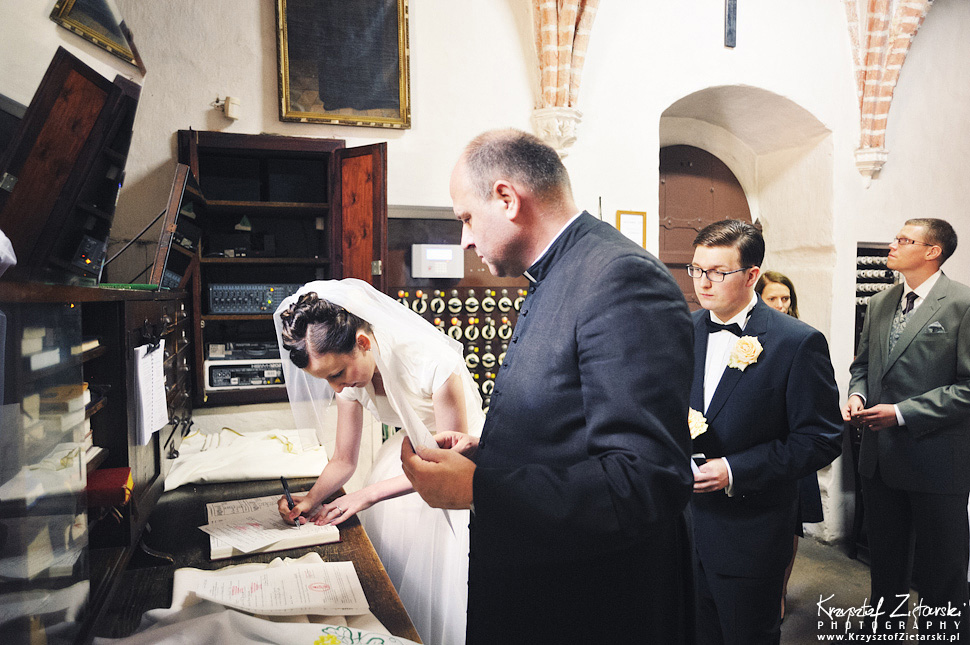 Ślub Kamili i Łukasza - fotografia ślubna Toruń, wesele Hotel 1231, Kościół św.Jakuba - 12.