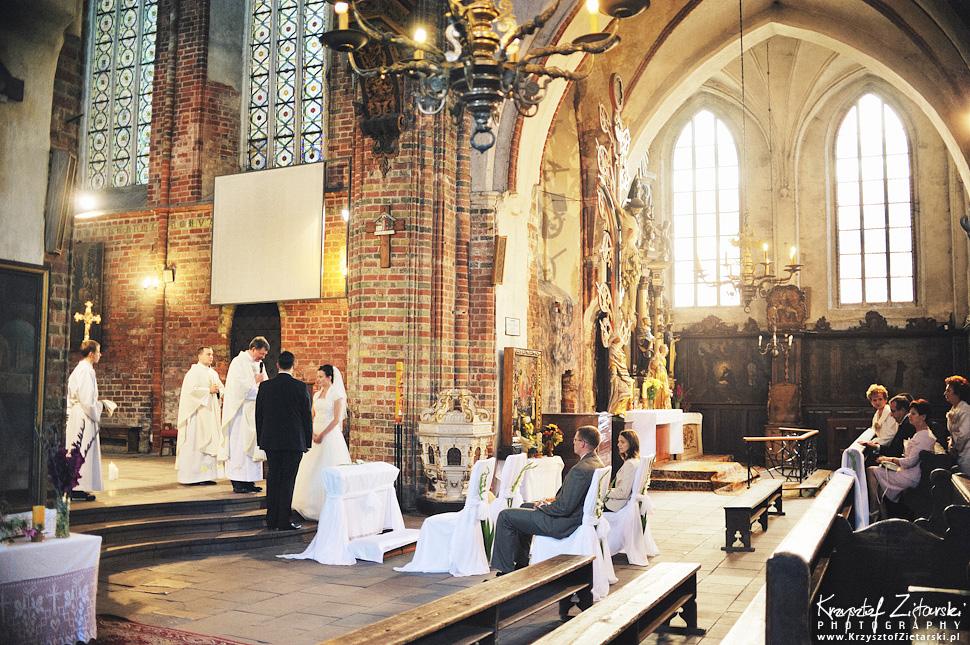 Ślub Kamili i Łukasza - fotografia ślubna Toruń, wesele Hotel 1231, Kościół św.Jakuba - 18.
