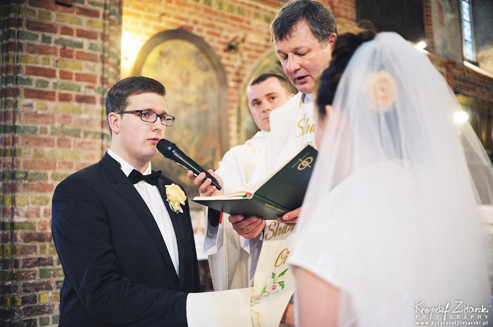 Ślub Kamili i Łukasza - fotografia ślubna Toruń, wesele Hotel 1231, Kościół św.Jakuba - 20.