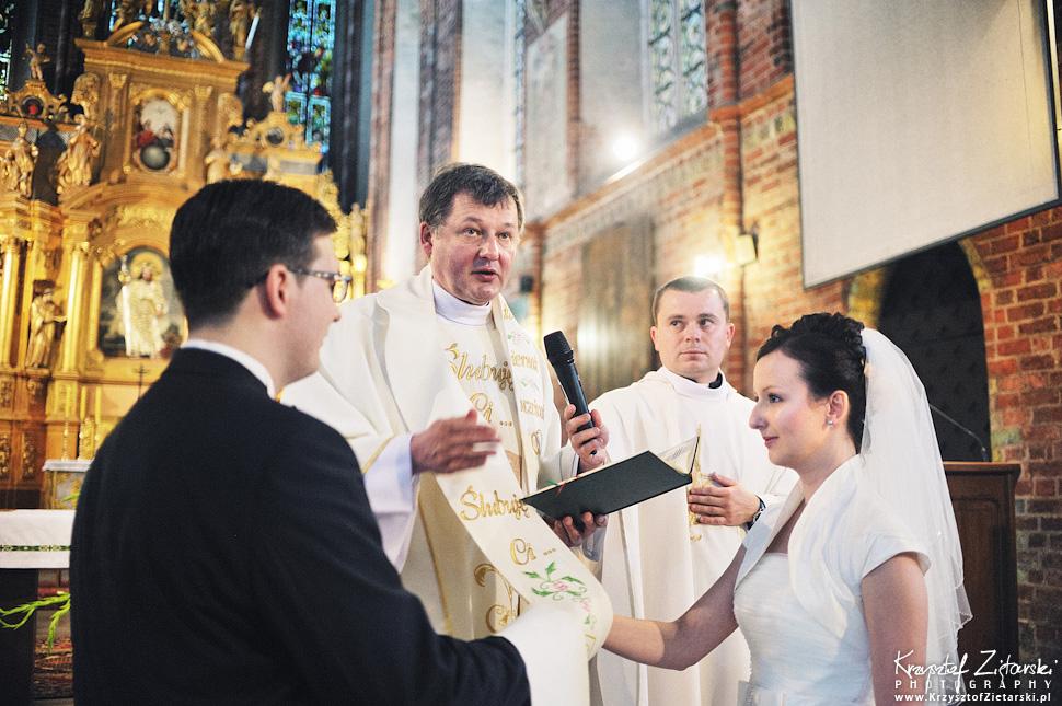 Ślub Kamili i Łukasza - fotografia ślubna Toruń, wesele Hotel 1231, Kościół św.Jakuba - 22.