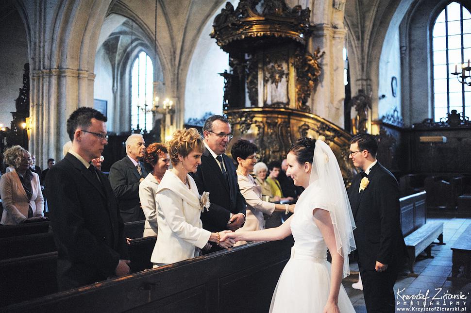 Ślub Kamili i Łukasza - fotografia ślubna Toruń, wesele Hotel 1231, Kościół św.Jakuba - 27.