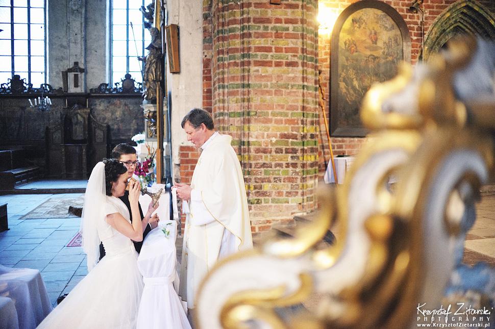 Ślub Kamili i Łukasza - fotografia ślubna Toruń, wesele Hotel 1231, Kościół św.Jakuba - 29.