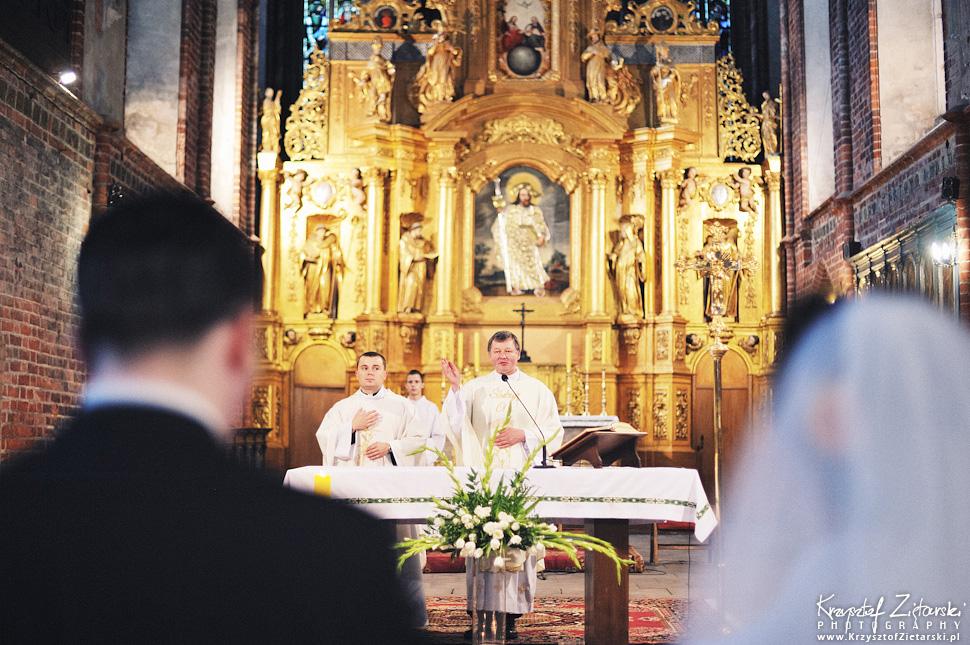 Ślub Kamili i Łukasza - fotografia ślubna Toruń, wesele Hotel 1231, Kościół św.Jakuba - 31.