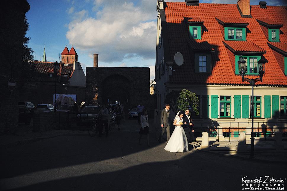 Ślub Kamili i Łukasza - fotografia ślubna Toruń, wesele Hotel 1231, Kościół św.Jakuba - 42.