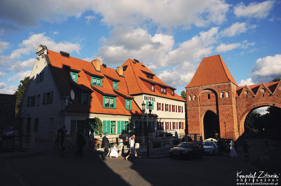 Ślub Kamili i Łukasza - fotografia ślubna Toruń, wesele Hotel 1231, Kościół św.Jakuba - 43.