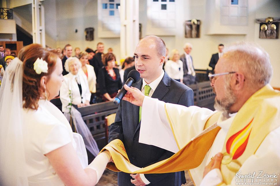 Ślub Doroty i Mateusza - fotografia ślubna Gdańsk, wesele Hotel Amber, ślub w Matemblewie - 25.