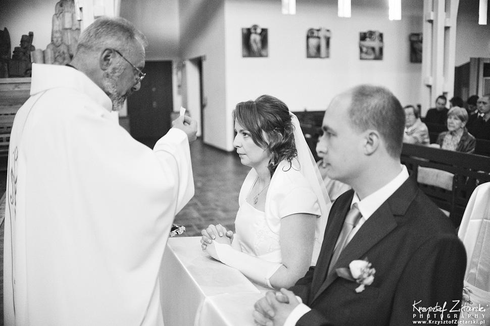 Ślub Doroty i Mateusza - fotografia ślubna Gdańsk, wesele Hotel Amber, ślub w Matemblewie - 36.