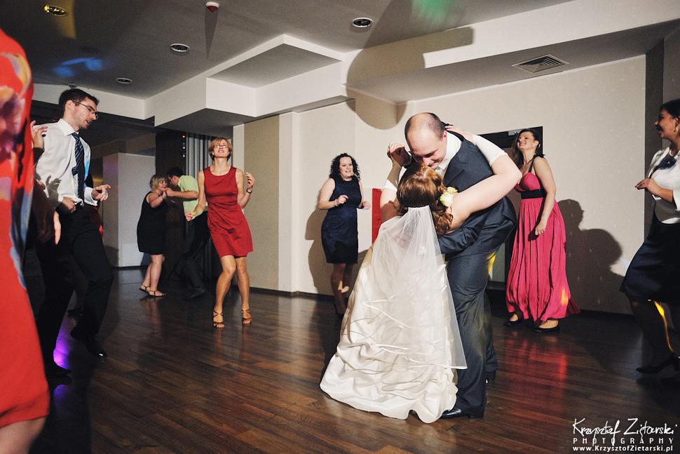 Ślub Doroty i Mateusza - fotografia ślubna Gdańsk, wesele Hotel Amber, ślub w Matemblewie - 90.