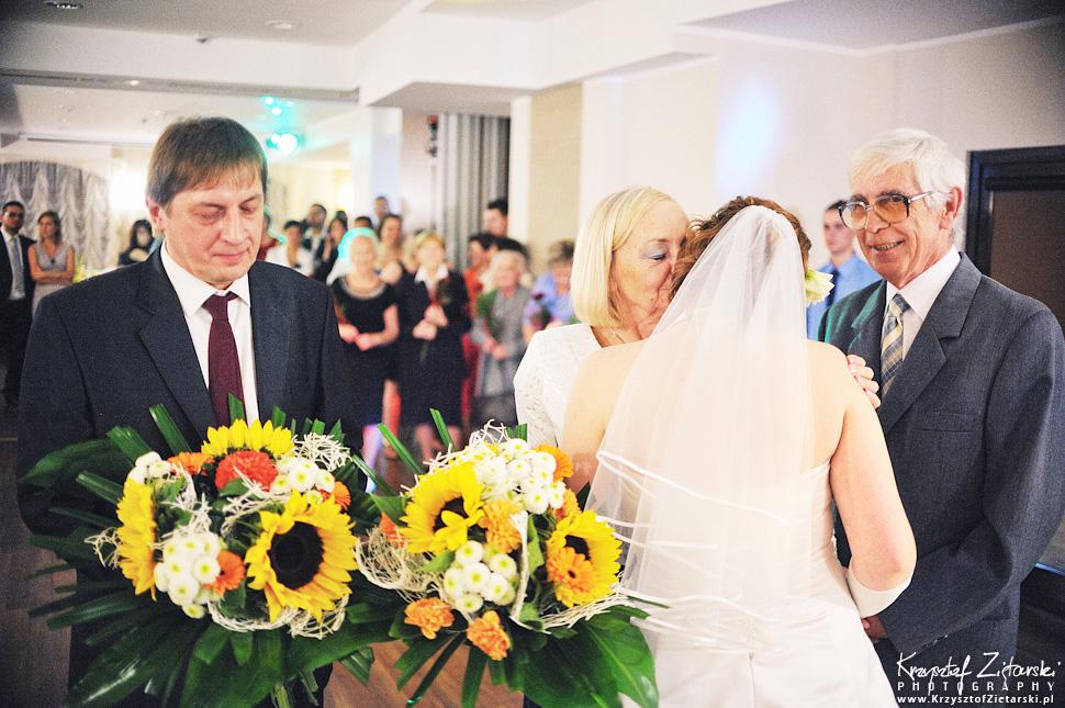 Ślub Doroty i Mateusza - fotografia ślubna Gdańsk, wesele Hotel Amber, ślub w Matemblewie - 100.