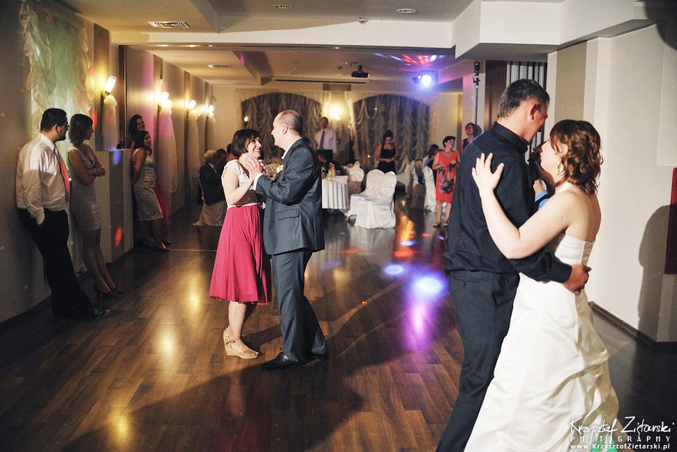 Ślub Doroty i Mateusza - fotografia ślubna Gdańsk, wesele Hotel Amber, ślub w Matemblewie - 135.