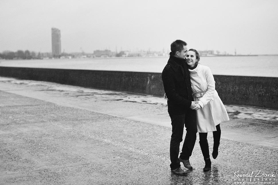 Sesja narzeczeńska Marty i Maćka w deszczu - Gdynia - 14.